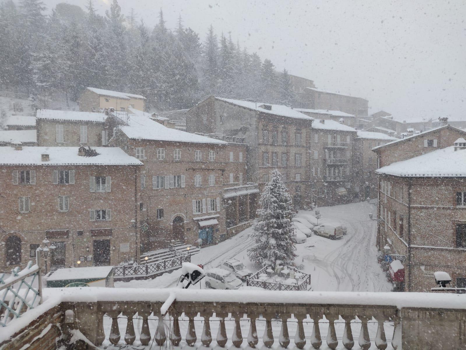 Marche&Maltempo: nevicate diffuse nell'entroterra, ma strade transitabili