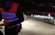 Donna accoltellata nella sua casa: i Carabinieri interrogano il figlio