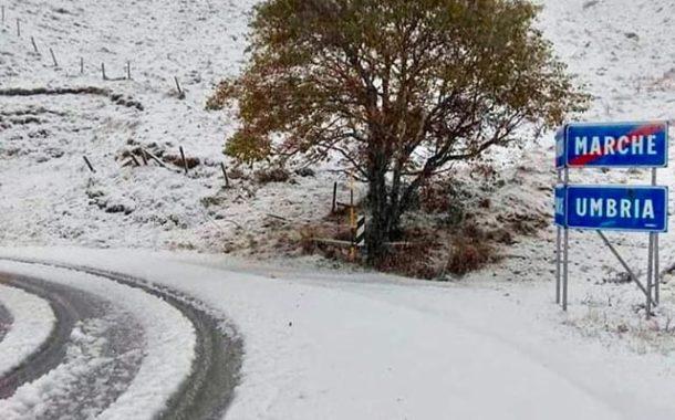 Le Marche ancora sotto la morsa della neve: ora si teme il ghiaccio