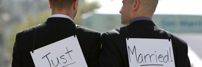 Quattro gay ridono al ristorante:cacciati con il cibo pagato e incartato