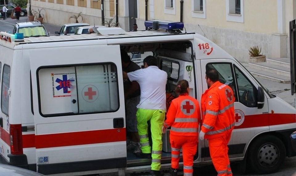 Bambino rischia di soffocare per gioco: salvato d un infermiere che passava per caso