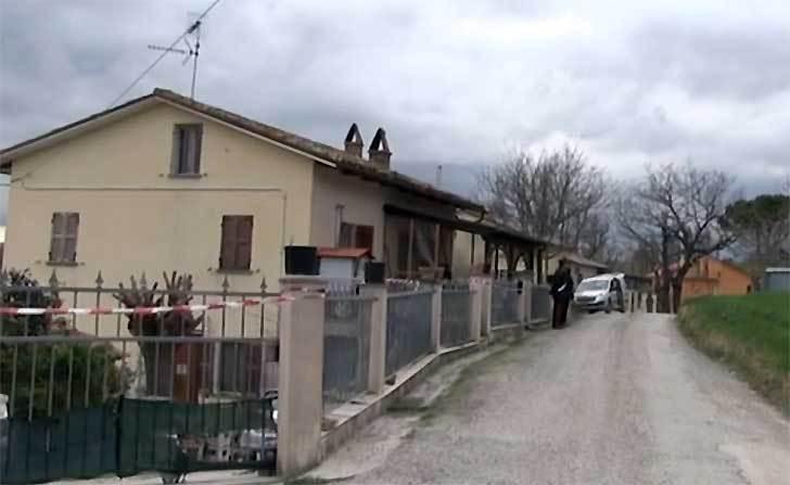 Uomo trovato morto in casa: era legato e imbavagliato