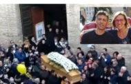 Uccisi nello schianto: una fiaccolata per ricordare due genitori, Gianluca ed Elisa