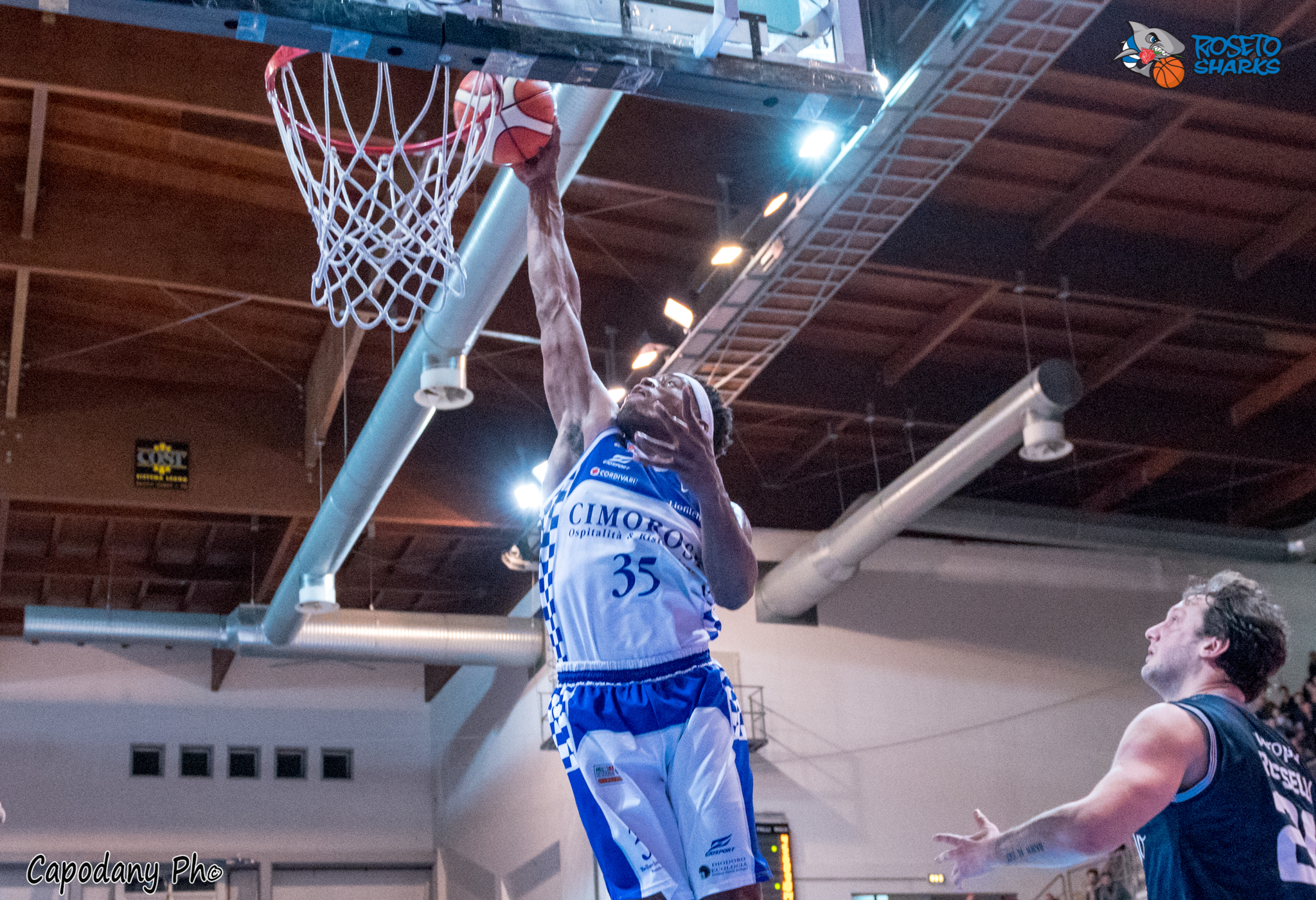 Roseto Basket Playoff. Buona Gara1 : gli Sharks battono(73-75) il Treviglio. Domani Gara2