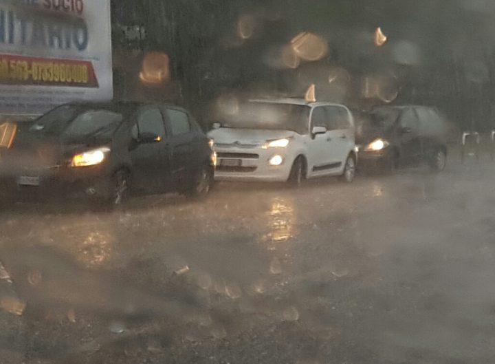 Meteo. Forti mareggiate e pioggia: il maltempo arriva nelle Marche
