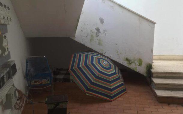 Disgregazione sociale: mamma-nonna costretta a vivere nel sottoscala, perché abbandonata dai cinque figli
