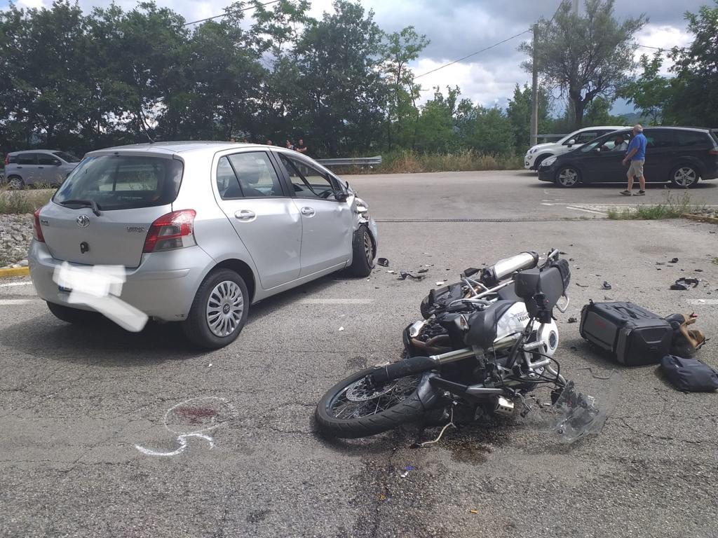 Montorio al Vomano. Grave incidente stradale tra auto e moto