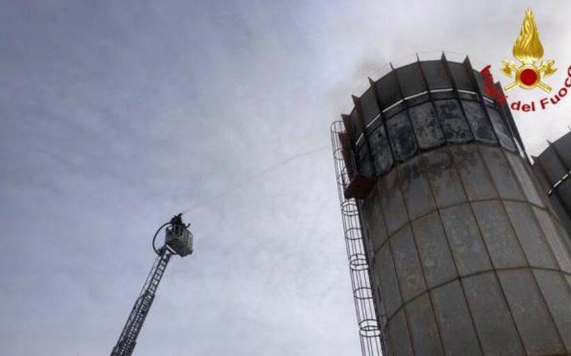 Marche. Incendio ed esplosione in due silos. Intervento dei Vvf